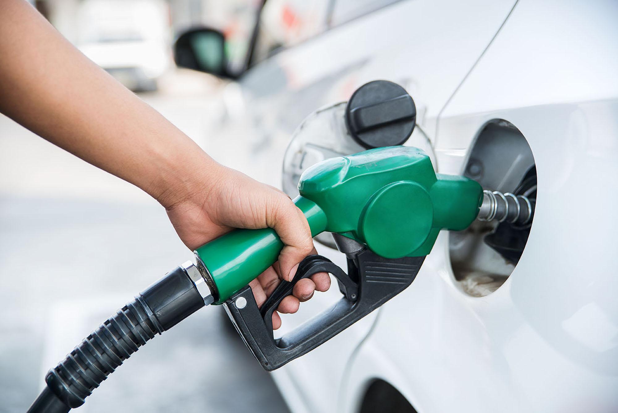 Handle fuel nozzle